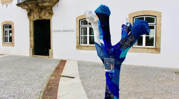 A árvore dos afetos do Município de Santa Marta de Penaguião está vestida de azul